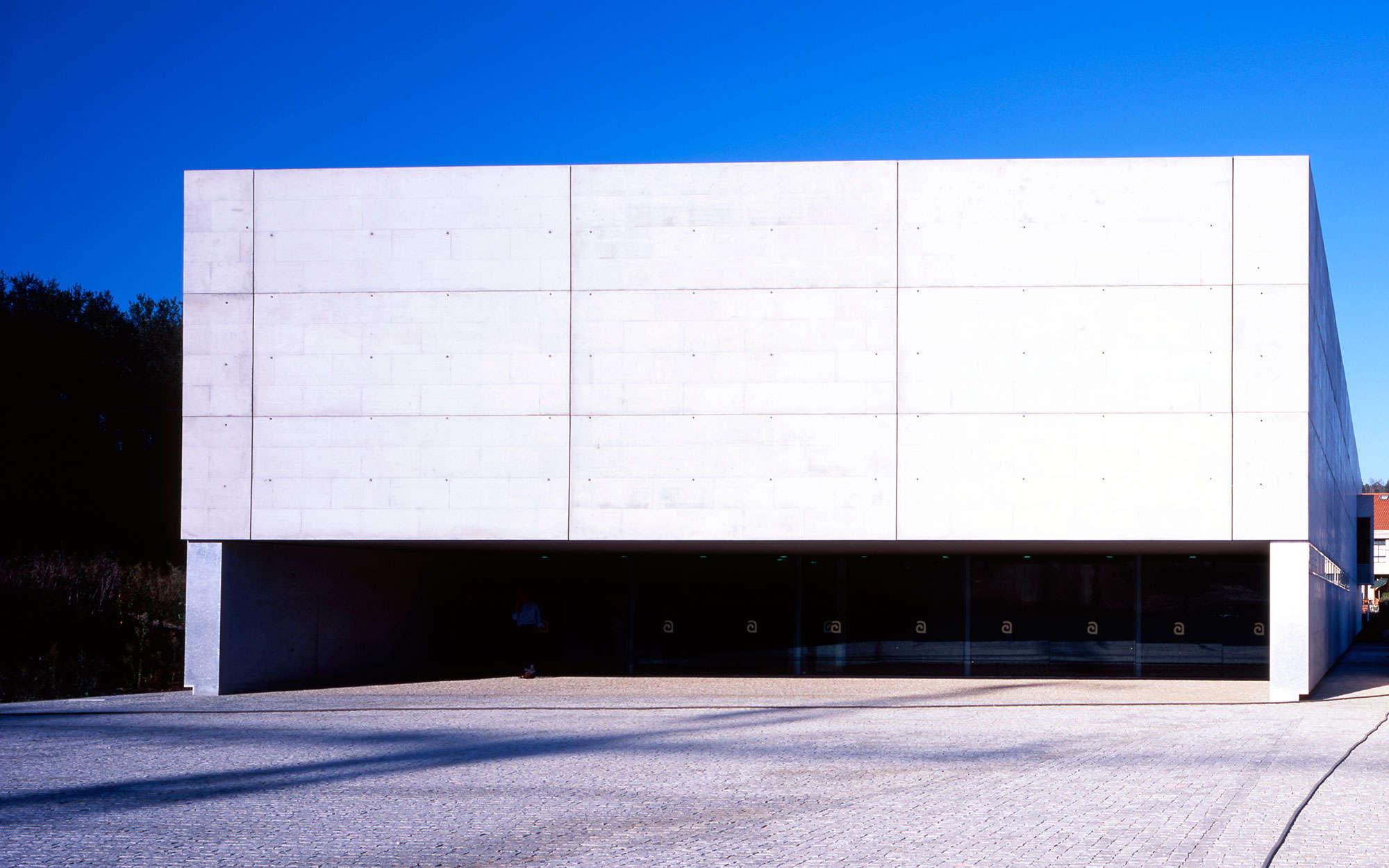 Piscina cubierta y climatizada en bertamirans arbau - Arquitectos en santiago de compostela ...